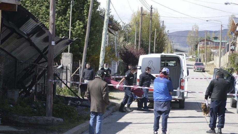 Hoy se incendió una casa en el barrio lera. Hubo un muerto y tres personas fueron internadas en el hospital. Foto: Alfredo Leiva