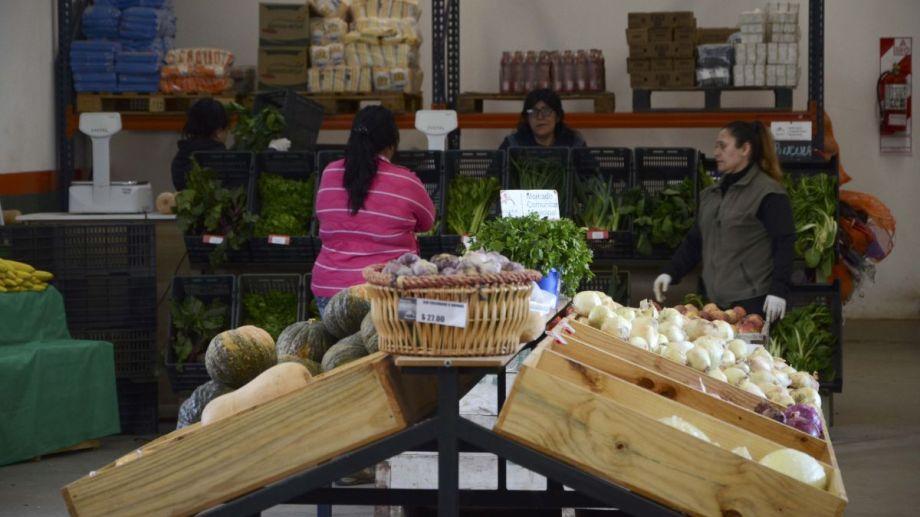 El mercado comunitario de Bariloche busca nuevas alternativas para llegar a la gente que lo necesita en cuarentena. Archivo