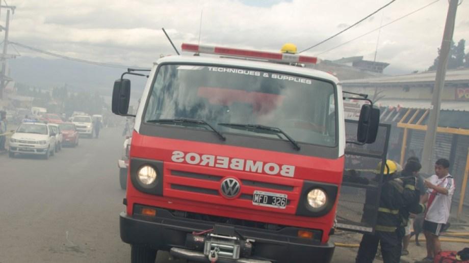Los bomberos acudieron a la vivienda donde se habría producido el escape de monóxido de carbono. Imagen archivo