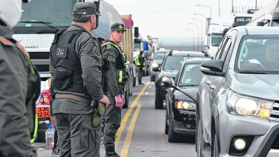 Pasadas las 10 el tránsito quedó liberado sobre las rutas 22 y 17. Los conductores saludaron a los vecinos con su paso.