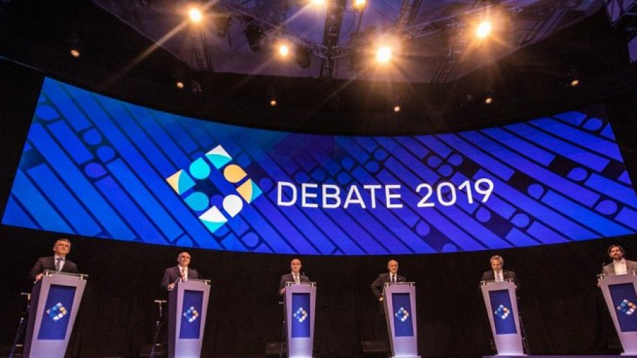 Los seis candidatos, en el debate. - Foto: prensa Debate)