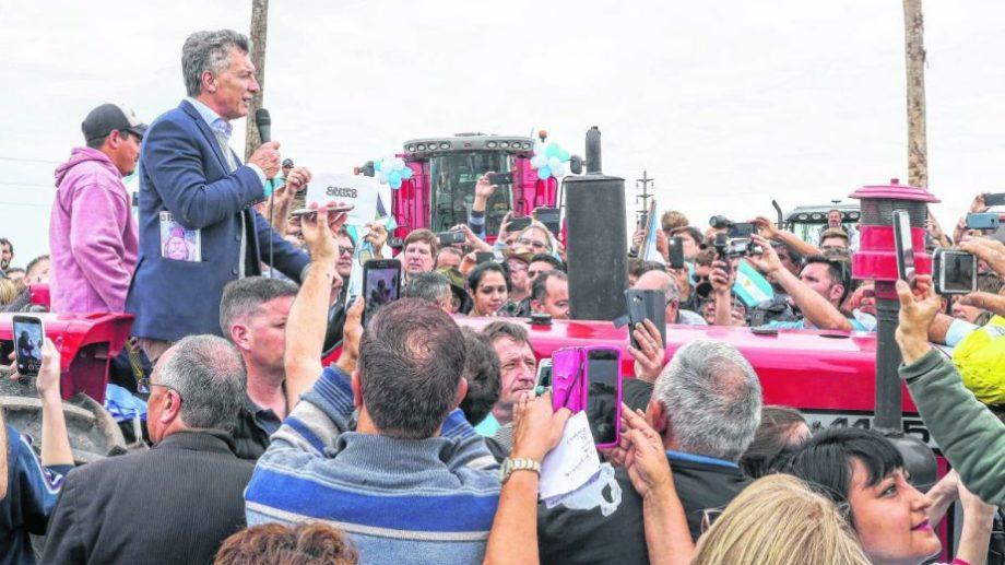"""Macri, en Reconquista, Santa Fe, en otra marcha """"Sí se puede"""". Foto: Télam.-"""