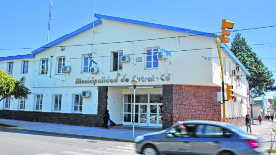 Los trabajadores municipales de Cutral Co acordaron el pago de un bono de $10.000 en dos cuotas. (Archivo).-