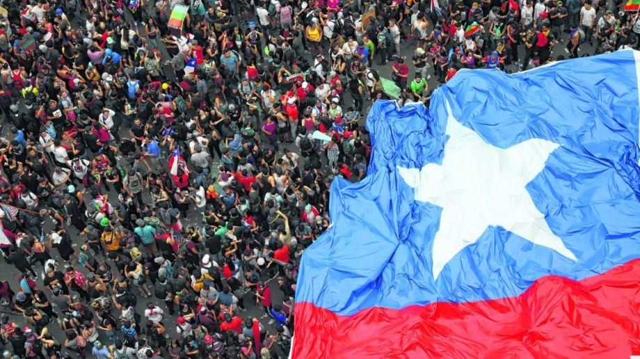 El centro de la capital chilena  fue una marea humana no vista desde las marchas de por la democracia.  Foto: AP