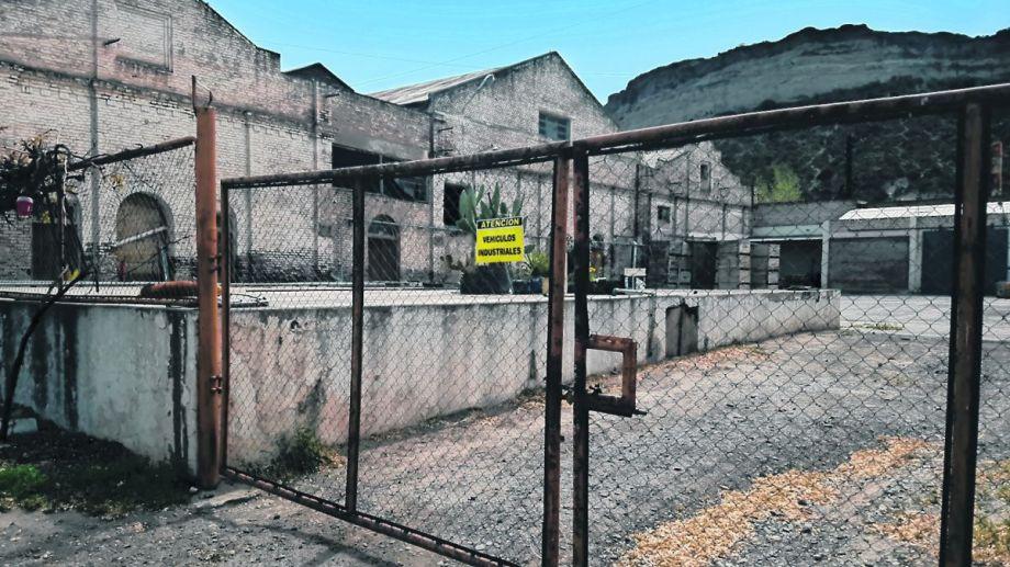 Operarios de la planta permanente de La Reginense reclaman pago de salarios adeudados. (Foto archivo)