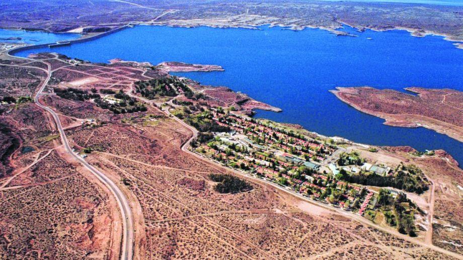 El Chocón crece con aporte de la ciudad de Neuquén y el Alto Valle.  (Archivo).-