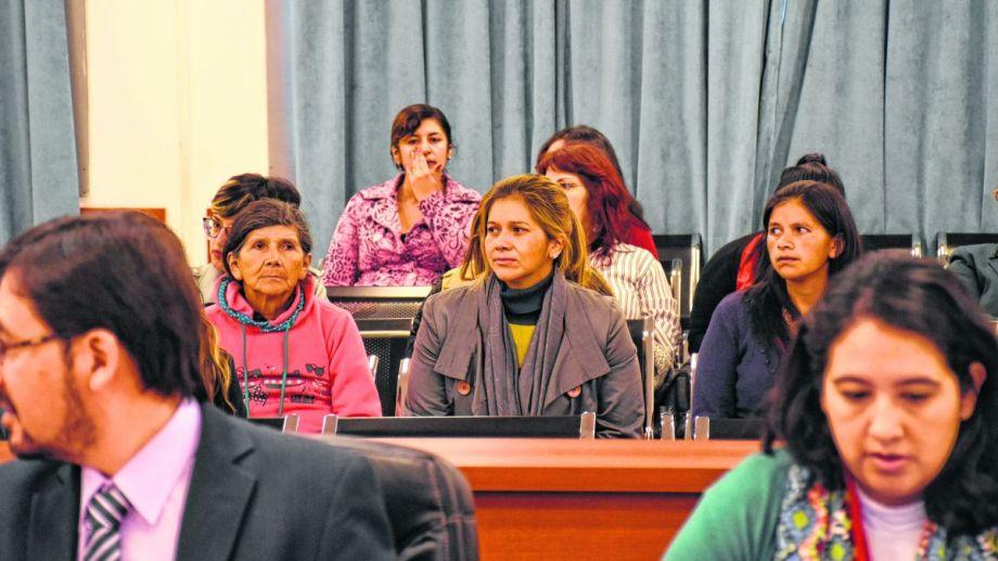 Olga Aguado (ubicada en el centro) fue la primera testigo del juicio. Asistió a todas las jornadas acompañada por su hermana y su mamá.