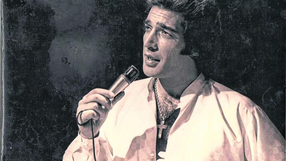 Cacho Castaña grabó su primer disco en 1972 y le puso su propio nombre.