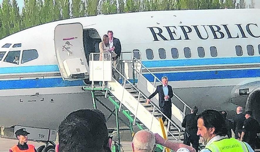 El presidente arribó a Neuquén en el avión oficial, pese a que se trató de una actividad de campaña. Foto: gentileza 24/7