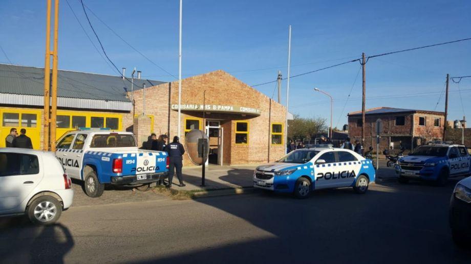 Esta mañana la Comisaría 15 se preparaba para continuar con los allanamientos. (Foto: Andrea Vázquez.-)