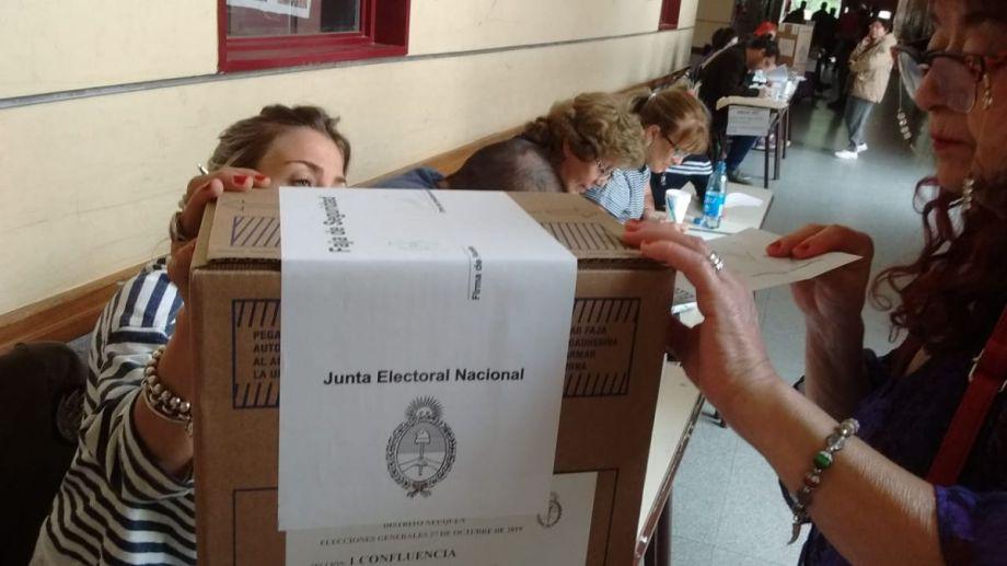 En Neuquén, la primera hora de votación fue tranquila. (Oscar Livera)