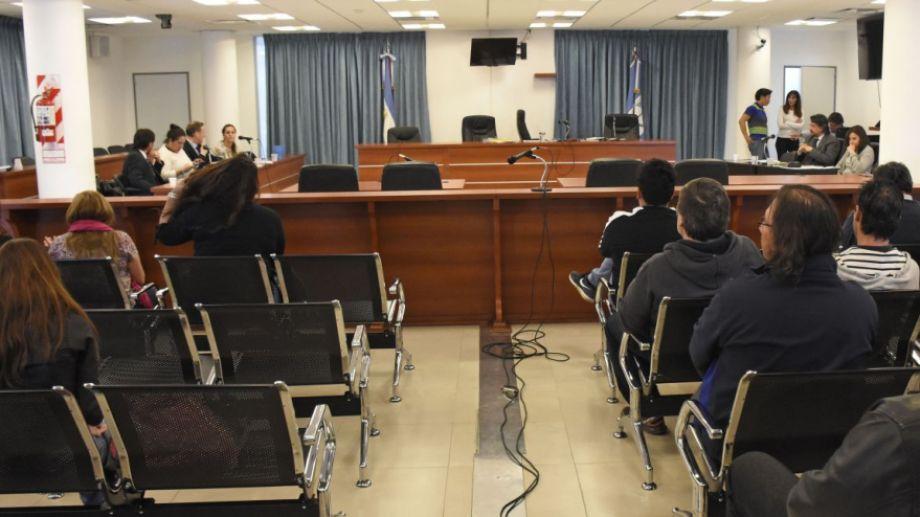 La deselección avanza y la sala se va despoblando. La identidad de los jurados no puede ser difundida por la prensa. Foto: Florencia Salto