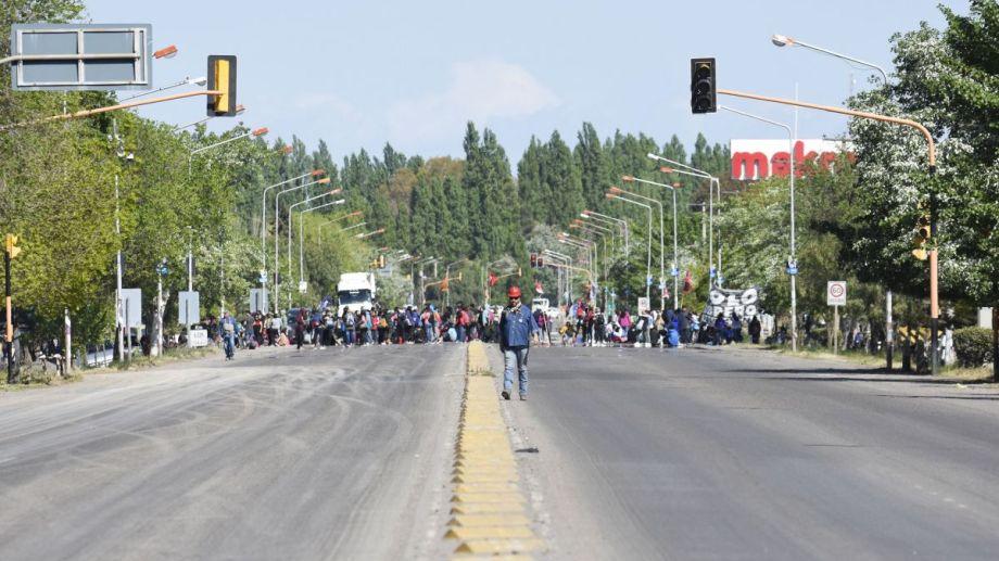 Las organizaciones sociales protestan en la ruta Foto: Florencia Salto