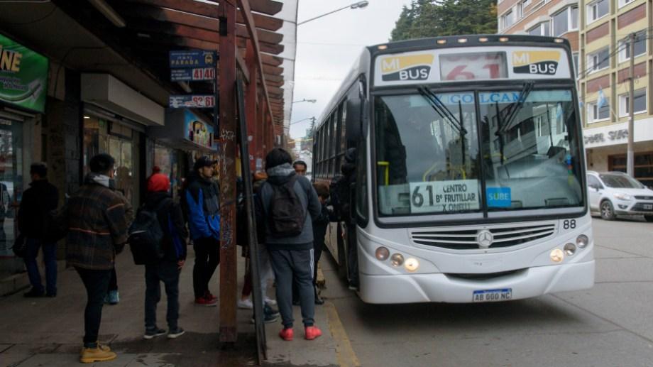 El transporte urbano de pasajeros en Bariloche se sostiene con millonarios subsidios del Estado. Archivo