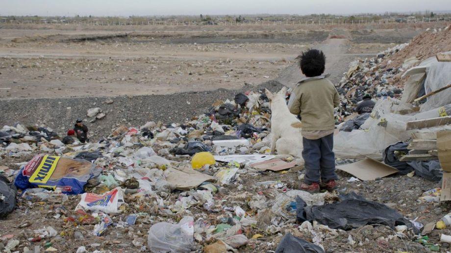 1 de cada 2 niños vive en un ambiente contaminado en Argentina.