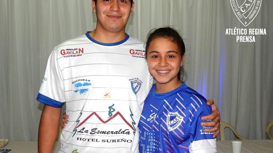 Luisana junto a su hermano Facundo, también jugador del Albo. Foto: Gentileza Prensa Atlético Regina
