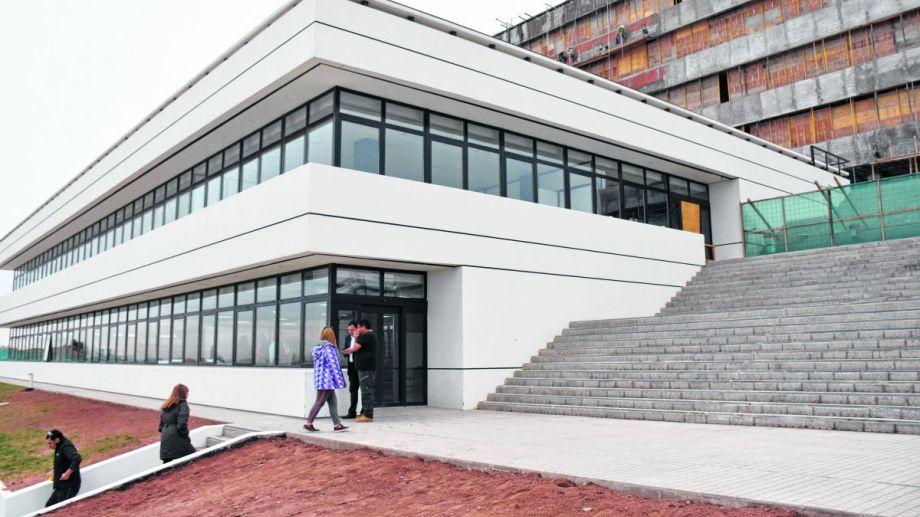 En el edificio de Godoy y Novella ya funcionan las oficinas de la Anses, CALF, SUBEy las dependencias  que atendían en Alto Godoy.
