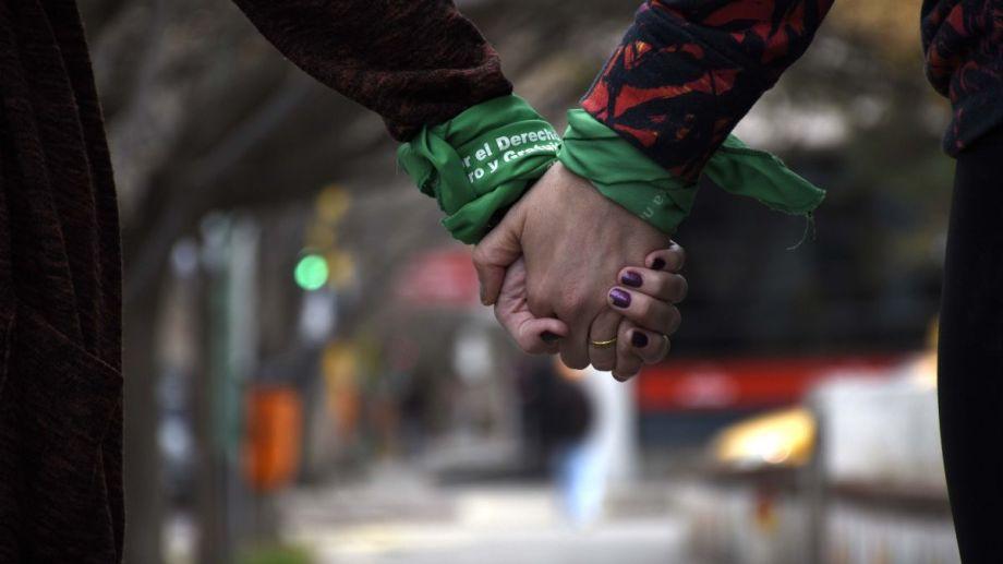 Resaltaron que el uso del pañuelo verde en las elecciones no está prohibido porque no es una referencia partidaria. Foto archivo: Matías Subat.-