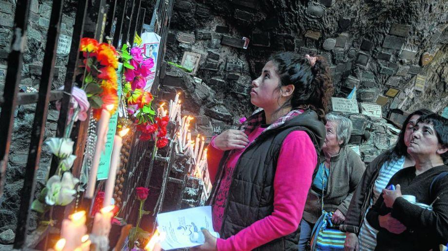 Los peregrinos parten en tres columnas de distintos puntos cardinales de la ciudad para confluir en la gruta de la virgen. Foto: gentileza