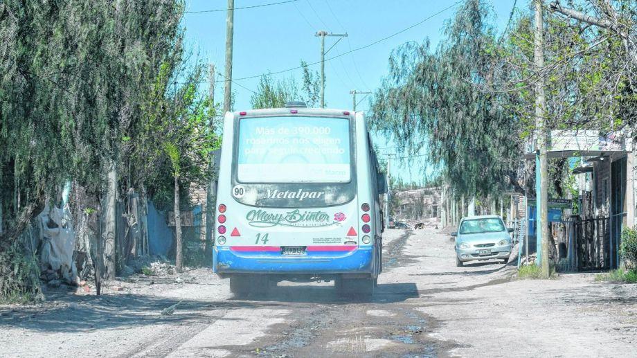 Los vecinos se quejan de un transporte público ineficiente.