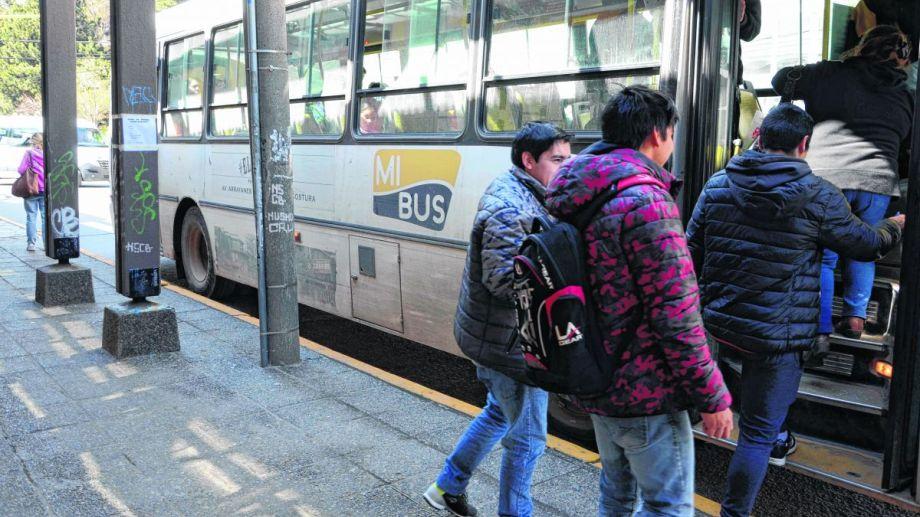 Mi Bus es la única empresa de transporte de la ciudad. Llegó por contratación directa luego de una licitación que se declaró desierta. Foto: Alfredo Leiva