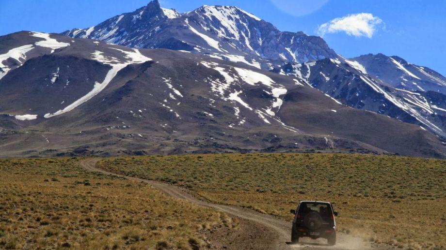 El sismo se registró a unos 50 km del volcán Domuyo. (Foto Gentileza).-