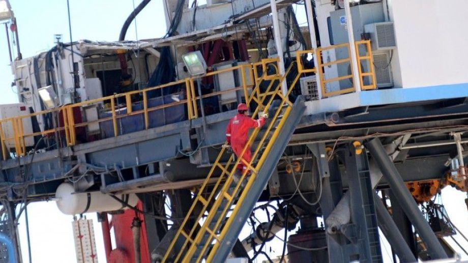 La mayoría de los empleados suspendidos corresponden a las firmas que controlan las torres y sets de fractura. (Foto Mauro Pérez)