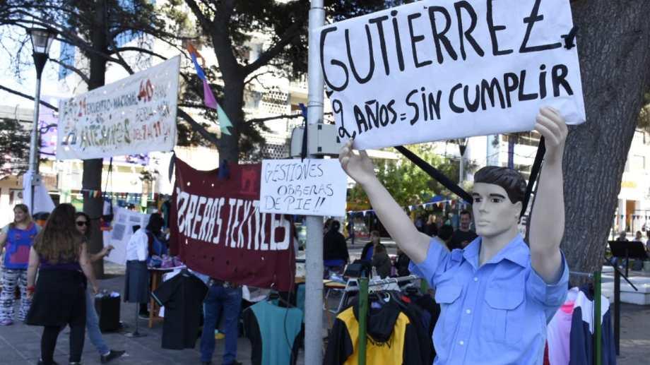 Las obreras textiles reclaman al Gobierno provincial que cumple con un acuerdo de producción. (Foto: Florencia Salto.-)