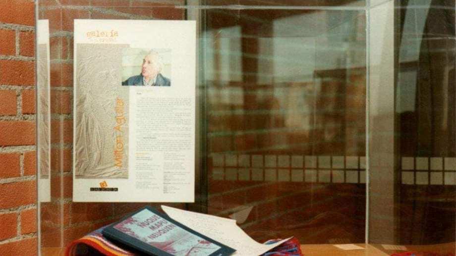El libro y el manustrito del poeta fue exhibido en el deliberante neuquino.  Foto: Facebook PanchoBaggio2019
