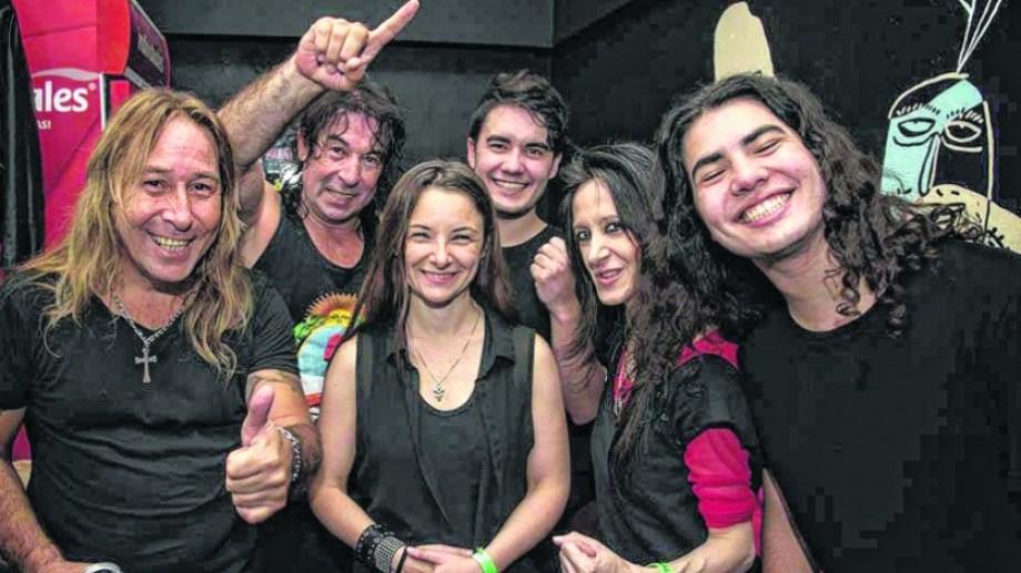 Con Joana Gieco en el medio, la banda le da un sonido más complejo a los temas de Ricardo Iorio.