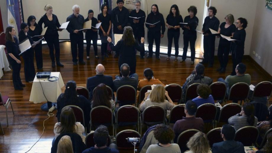 Durante el acto de apertura del congreso se presentó el Coro de Cámara Municipal de Bariloche. (Foto: Alfredo Leiva)