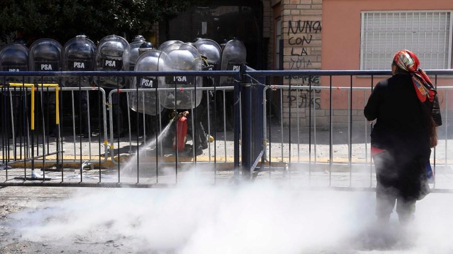 La protesta se extendió por casi dos horas frente al Juzgado Federal. Foto: Alfredo Leiva