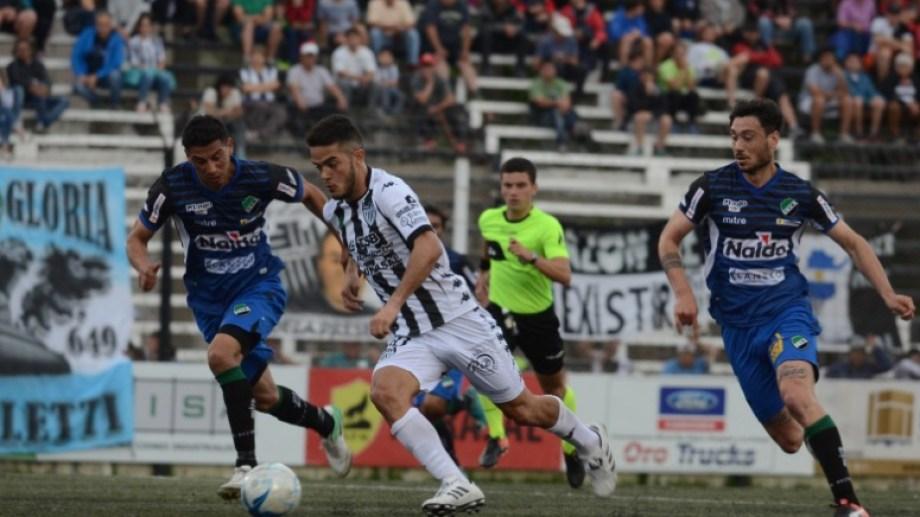 El debut de Coronel fue ante Villa Mitre, 1 a 1, en La Visera. (Foto: Archivo)