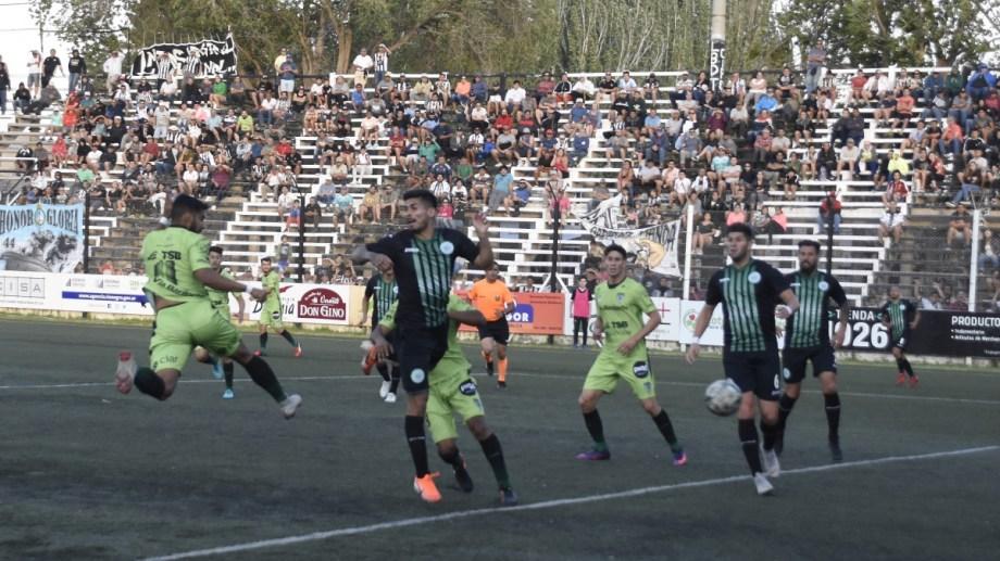 El defensor sorprendió a todos por el segundo palo y marcó por primera vez en este campeonato. (Foto: Juan Thomes)