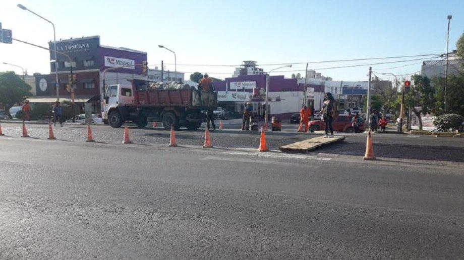 La Ruta 22 estará cortada hasta las 19 entre Lainez y Avenida Olascoaga. (Gentileza @lucasjaranqn).-