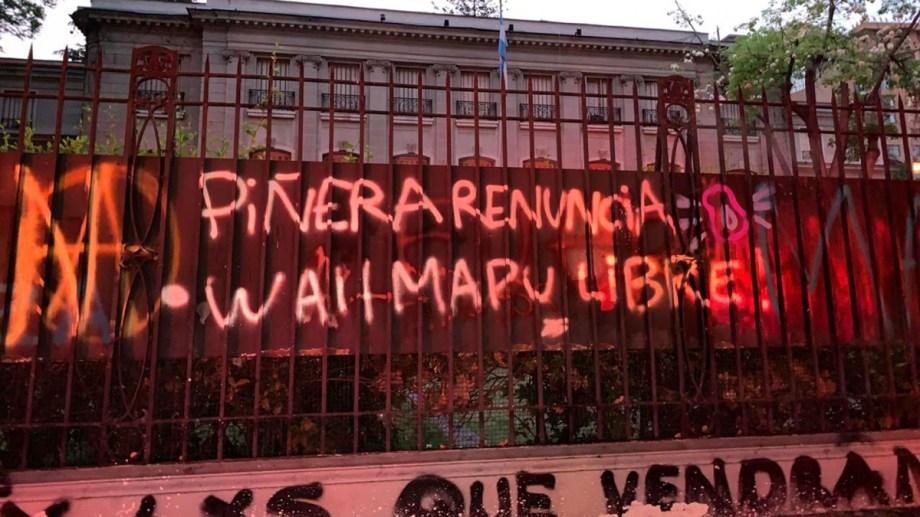 Ataque a la embajada argentina en Chile.