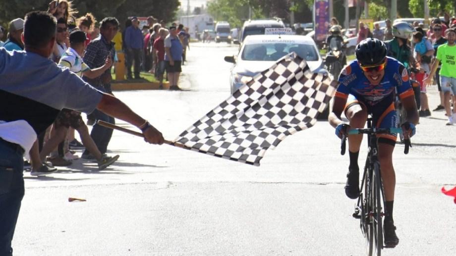 Nico Traico logró un espectacular triunfo en la segunda etapa. Andrés Maripe.