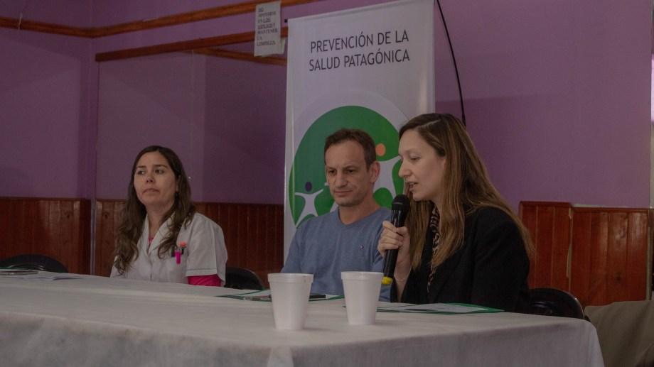 """La directora del hospital """"Dr. Orencio Callejas"""", Roxana Muñoz, el cirujano Ariel Yoiris y la intendenta Silvana Pérez en la apertura de las jornadas. (Foto Giane Reyes)"""