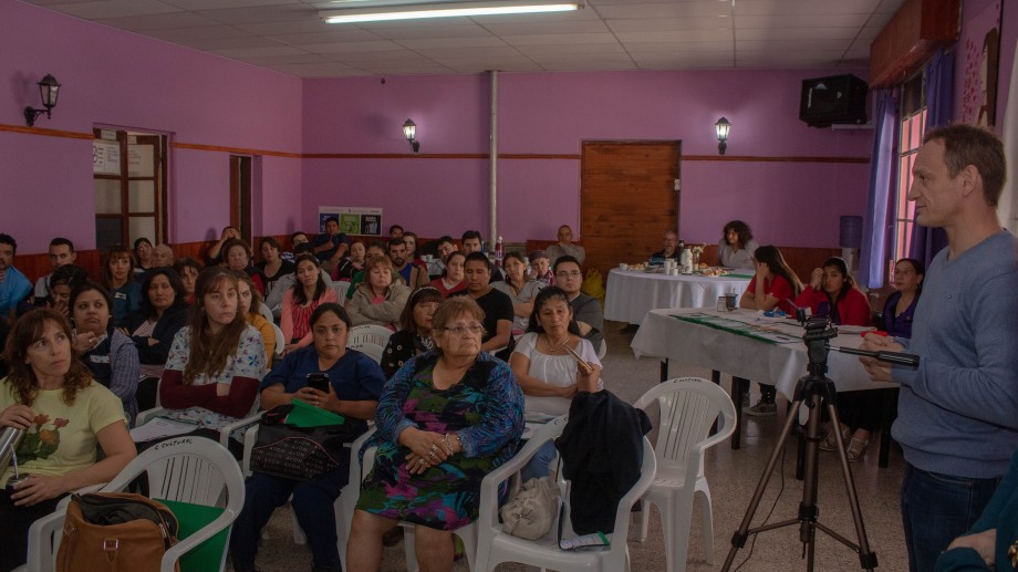Las exposiciones se transmitieron en directo por internet durante toda la jornada. (Foto Giane Reyes)