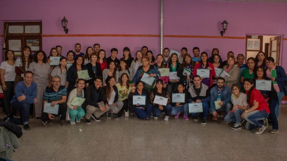 La foto que no podía faltar, al término de las jornadas. Visitantes y locales, estos con los certificados. (Foto Giane Reyes)