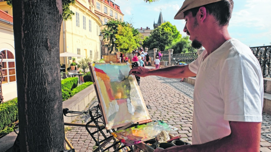 Centro de Praga pegado al río Moldava. Pintando en la rambla. Fotos de Guido Ferrari.