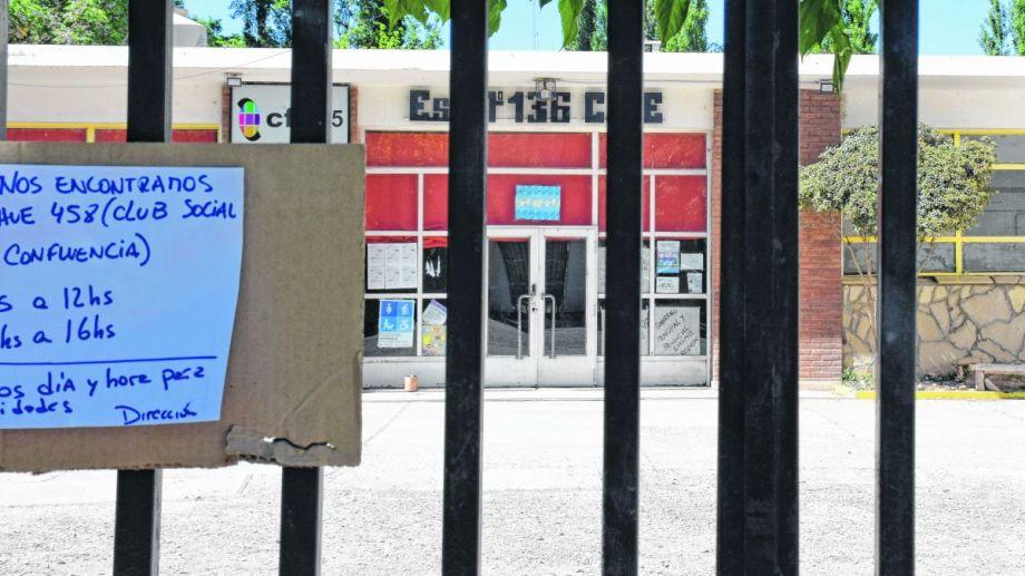 La Escuela 136 permanecía cerrada desde el 17 de octubre. (Foto: Florencia Salto.-)
