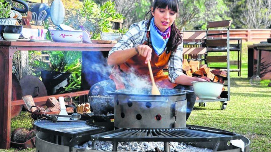 """Felicitas Pizarro ahora también es parrillera. """"No hay nada más espectacular que cocinar al aire libre, con fuego y humo"""", afirmó en la previa del Festival Yo Como. (Foto: gentileza)"""