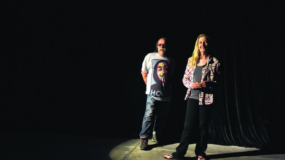 Ricardo Di Giovanni y Lina Destéfanis, los dos artistas que llevaron a las tablas la investigación de Rithner sobre aquel momento histórico. Foto César Izza.