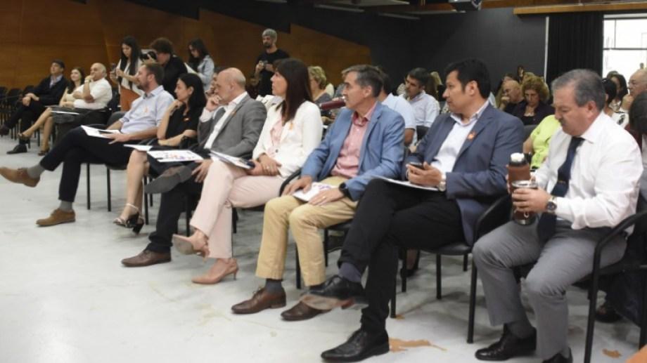 Buena parte del plantel de la gobernación estuvo temprano en la capacitación. Gutiérrez llegó después. (Foto Juan Thomes)