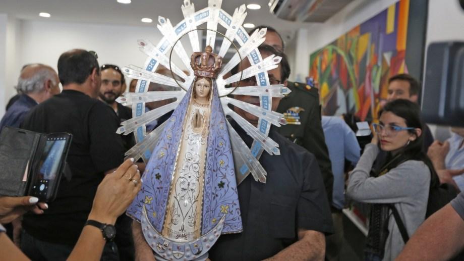 La Virgen de Luján regresó de las Islas Malvinas y pasará por Cipolletti este sábado. Foto: Juan Thomes