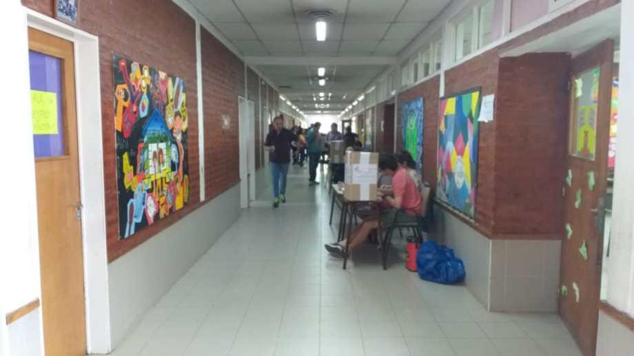 Hoy se eligen tres consejeros escolares por cada uno de los 13 distritos de Neuquén. (Gentileza).-