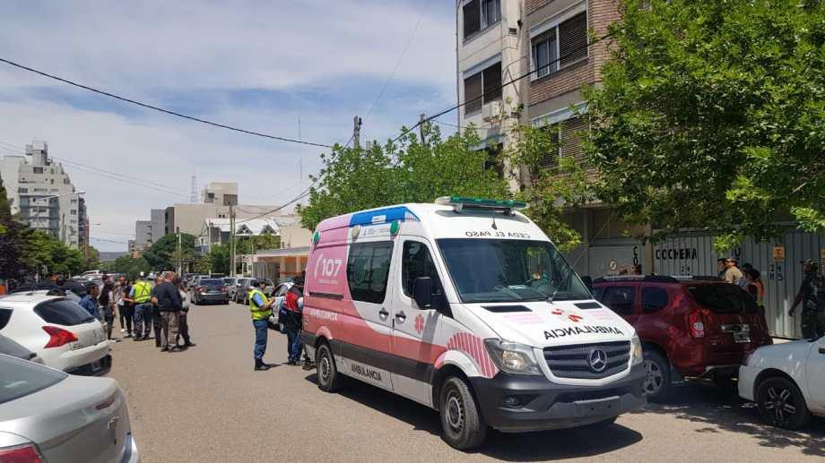 Ayer, un conductor golpeó a un inspector de tránsito y lo dejó inconsciente. (Gentileza).-