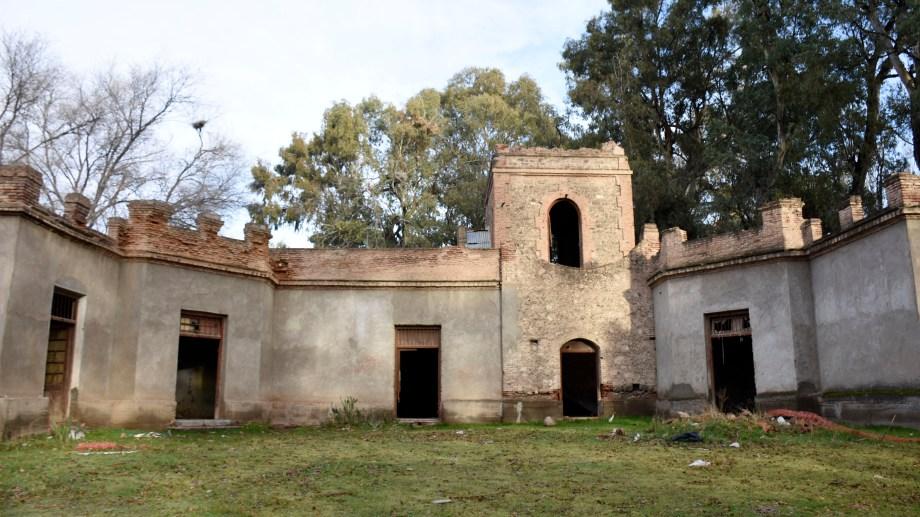 La casona construida en 1906 aún espera ser restaurada.  Foto: Archivo
