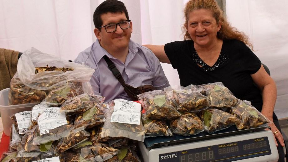Lucas y Carmen en la feria del Centro Pyme-Adeneu.